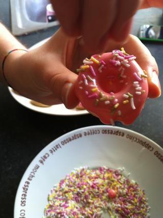 Decora tus mini rosquillas como desee :)