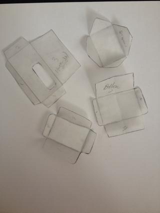 Elegí estos 4 estilos. (5 si se cuenta el uno con el agujero.) Recortarlas y rastrear de nuevo en cartulina o algo para hacer su propia plantilla.