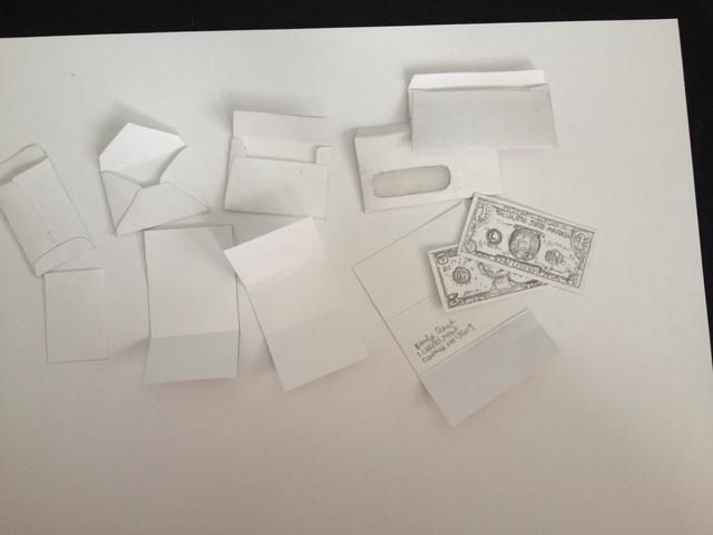 A continuación, pedazos de papel o lo que cortar'd like to go in your envelope. I made money for one of mine, a bill, a resume paper and regular
