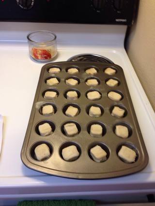 Coloque las galletas en la lata