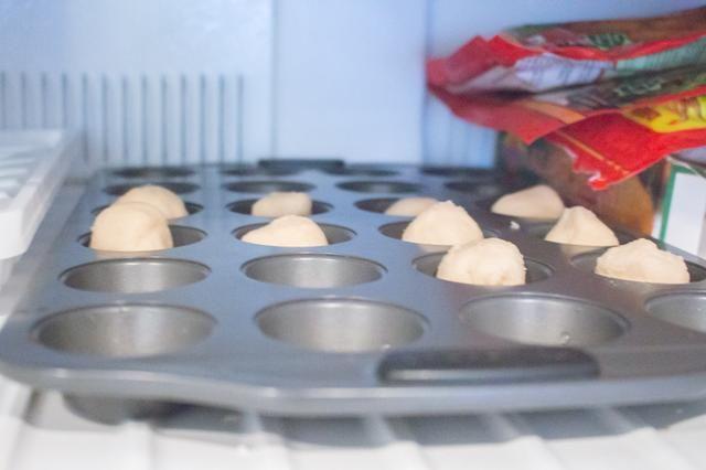 Coloque en el congelador durante 10 minutos para concretar la masa.