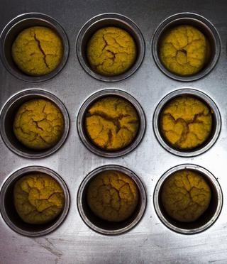 Obtenga su tarta del horno. Se parece a esto, pero mucho más ligero, don't mind the filter ��