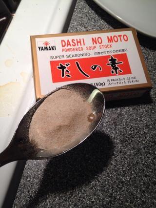 Añadir 1 cucharada de sopa base Dashi.