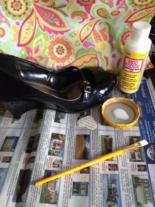 Haga que su zapato adecuadamente limpiado con agua y jabón y asegúrese de que la superficie esté limpia y seca antes de empezar.