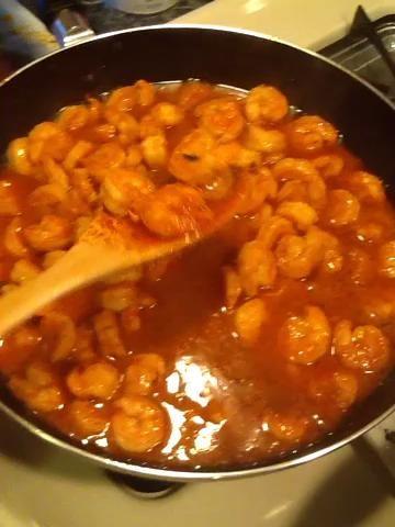 Basta con mirar a que el camarón en salsa de ajo, deliciosa. Puedo comer solo ?????? comprobar la salsa para la sal y agregarlo de necesaria.