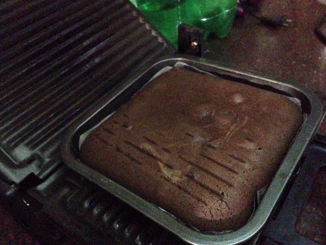 Cake está a punto de llegar al horno correctamente .. Incluso puede notar por el aroma