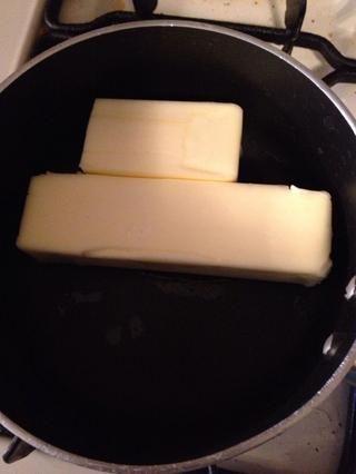 Derretir 3/4 taza de mantequilla