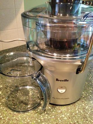 Salga de su exprimidor preferido! (Me encanta la Breville Juice Fuente) funciona muy bien! Separa fibra! Precio razonable en Amazon! También ... una fácil limpieza ?????? (aptas para lavavajillas)!