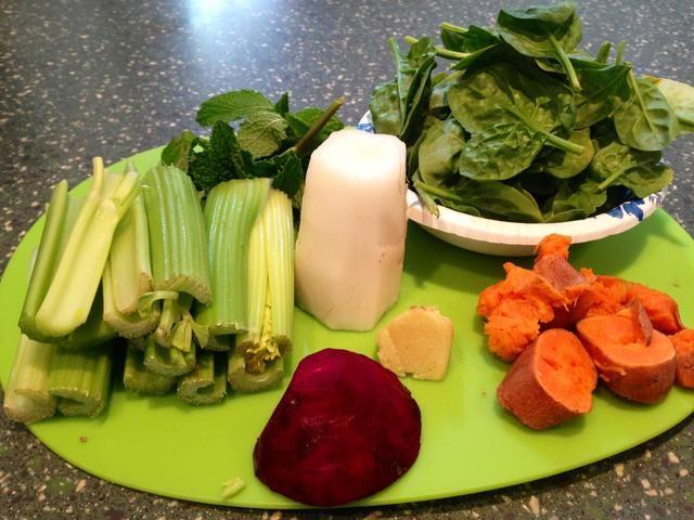 Peel / corte / y lavar todas las verduras necesarias