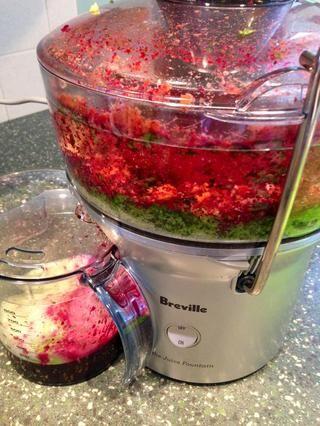 Agregar otras verduras de su elección (daikon, jengibre, espinacas, menta fresca, etc.)
