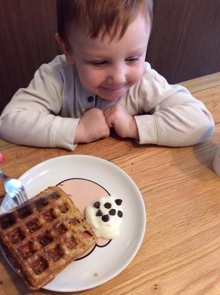 Waffles caseros hacen feliz a la gente.