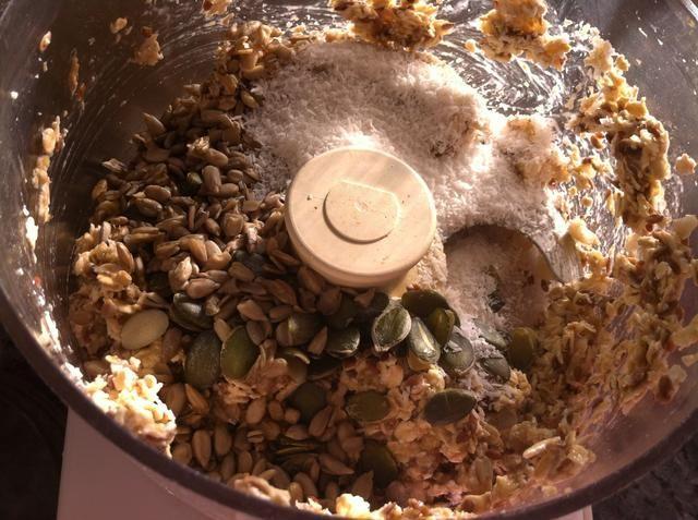 Añadir el resto de los ingredientes secos y mezclar bien