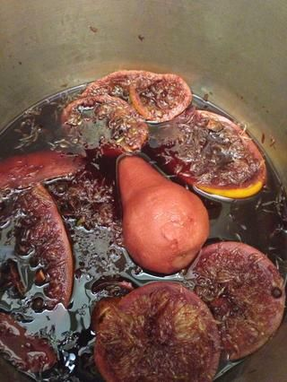 Se puede servir en cuanto's heated or let it simmer longer, at least ten minutes, for a stronger, better flavor. Let it boil at least twenty minutes of you've added pears.