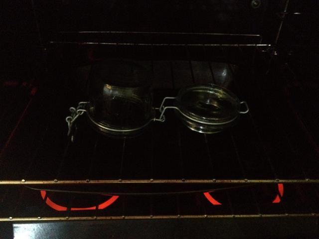 Entonces esterilizar el frasco en el horno hasta que estén secos 170c 5-8 minutos