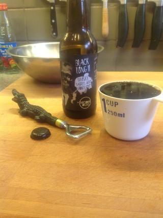Medida 1 taza de cerveza, yo estoy usando'Moon Dog' Black Lung II, whisky barrel-aged smokey stout