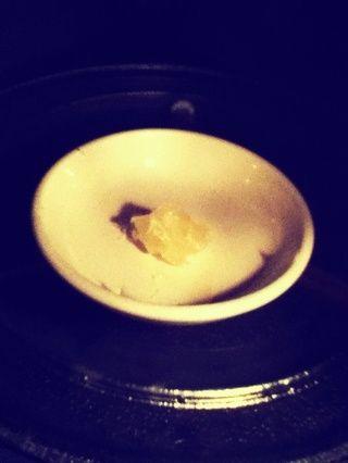 Ahora deja la pasta a un lado por un tiempo. Tenemos que calentar nuestra vaselina en el microondas durante unos 2 minutos.