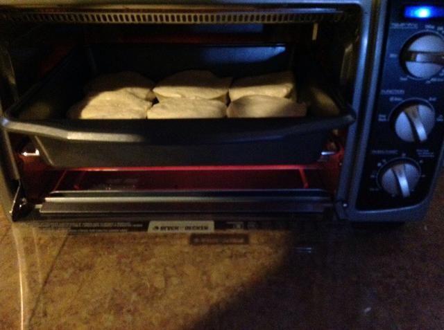 Hornee sus galletas comprados en la tienda en horno de acuerdo a las instrucciones del paquete