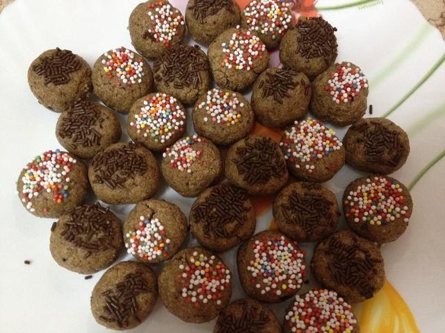 Forme en bolas y añadir rocía azúcar.