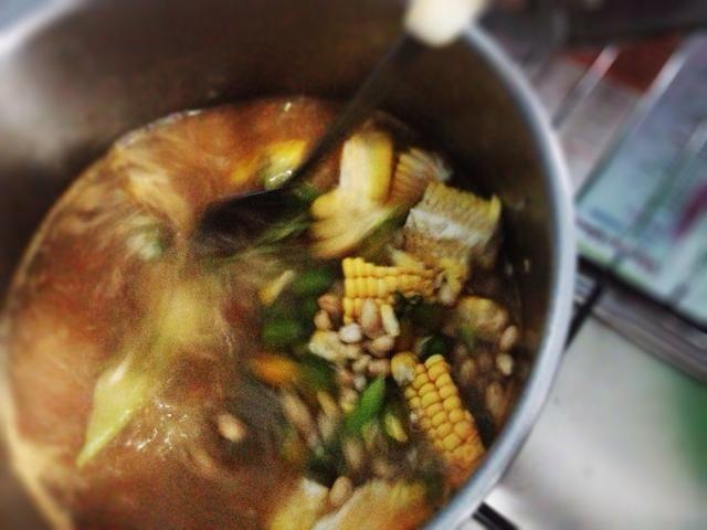 Antes goin a la Ronda 2, compruebe los cacahuetes. En caso de ser cocido y crujiente. Ronda 2: añadir en los granos de serpientes, la calabaza de agua, los tamarindos y la pasta de camarones a la parrilla. Cocine por unos 10mnt