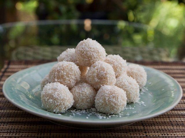 Cómo hacer Nariyal Ladoo, coco dulce de azúcar, gluten Receta gratuito