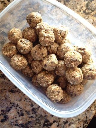 A mis hijos les encanta esto como una merienda después de la escuela. Se podría añadir frutos secos, nueces y coco tostado también. ¡Disfrutar!