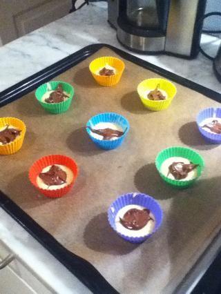 Luego llenar algunos Nutella en el medio, dependiendo de la cantidad que quieras. He utilizado sobre una cucharada en toda fuera de ellos :)