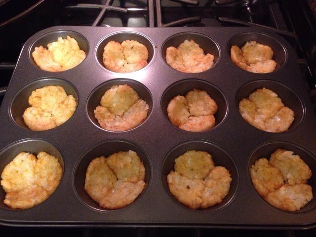 Esto formará la base de su bocado de tortilla. Poner de nuevo en el horno durante 5 minutos más.