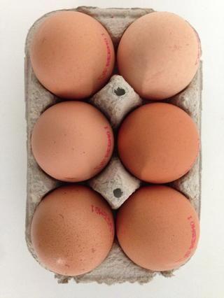 6 huevos muy frescos .... y por supuesto ORGÁNICA utilizo las seis claras de huevo y sólo 4 yemas de huevo.