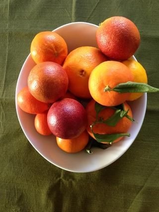 Ello's citrus season right now (winter). Stock up at your farmers market or local grocery store. Ask them about all the different flavor profiles. Use whichever citrus fruit appeals to you.