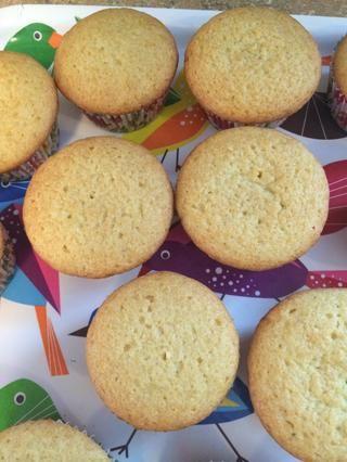 Hornear durante 15-20 minutos o hasta que al diente salga limpio - enfriar durante 10 minutos antes de sacarlo del molde para muffins
