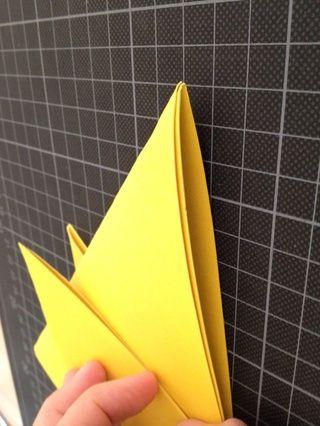 ..crease ella. Trate de hacer la línea de punta para arriba con este pliegue.