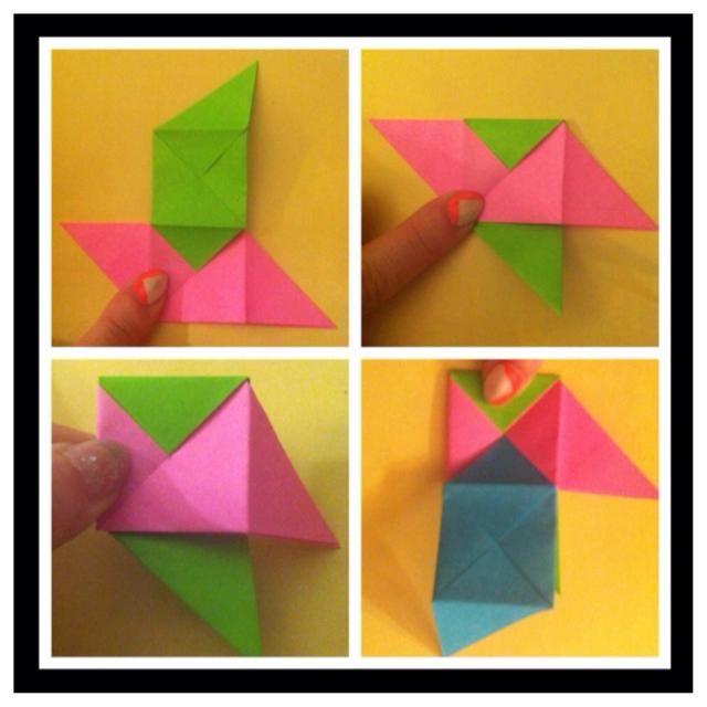 Siga las fotografías con mucho cuidado. Verde entra en el bolsillo de la rosa - pic1. Dobla verde detrás de rosa - pic2. Meta rosa detrás en el bolsillo verde - pic3. Añadir azul en el bolsillo de la rosa - Foto 4.