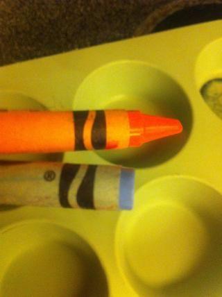 Entonces empezar a poner sus lápices de colores en la cubierta del papel de la magdalena.