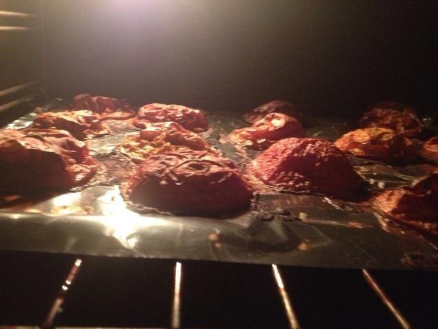 Hornee los tomates sobre 4 horas a 130 ° C (termostato 3-4).
