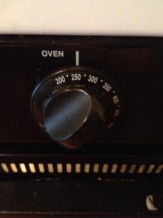 Precaliente el horno a 250 grados o 300 grados, dependiendo de su horno.