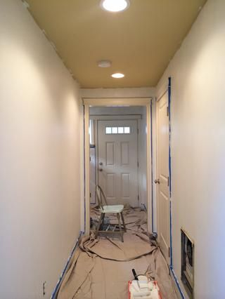 Establecer una tela, cinta de su asiento, y empezar a pintar! Pintamos dos capas para un buen acabado. Con Glidden Duo, no hay necesidad para cebar primero!