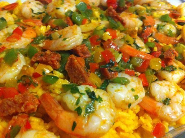 Extienda la mezcla de camarones de manera uniforme sobre el arroz y ¡voilá!