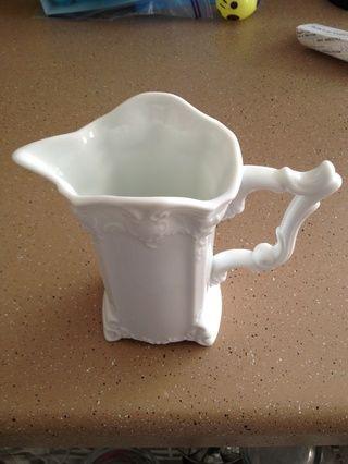 Jarabe Cuele en un recipiente. Si lo que la noche anterior, Tupperware o en un recipiente de jarabe para servir.