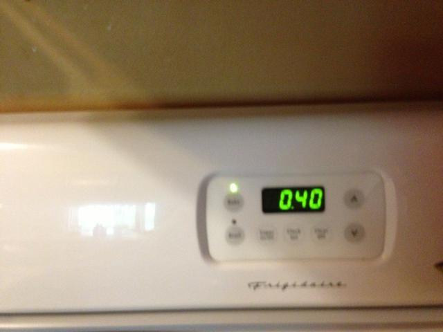 Coloque en el horno durante 40 minutos o hasta que el centro esté cocido. Usted puede comprobar con la prueba de palillo de dientes (ponerlo y sacarlo, debe estar limpio.