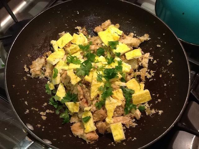 Por último, añadir el huevo y el cilantro y mezclar.