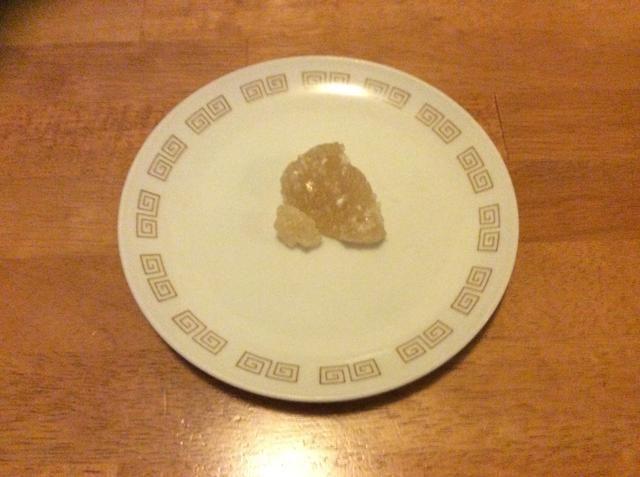 Añadir azúcar de la roca al gusto y revuelva para ayudar a disolver los cristales. Si no't have rock sugar, brown sugar can be used as a substitute.