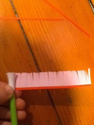 Continuar rodando. Ver que el papel estampado está en el interior.