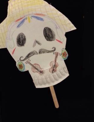 Este estudiante decidió añadir guitarras de su máscara! (Le encantaba la música de México que escuchamos mientras trabajábamos!)