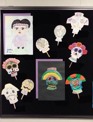 Una pequeña muestra de máscaras, un dibujo de una máscara, y un dibujo relacionado de Frida. -)
