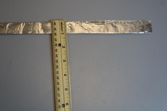 Doble la otra pieza de la hoja por lo que es de 1 pulgada de ancho.