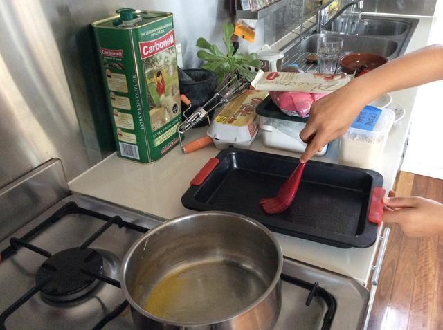 Cepille la torta de pan con mantequilla