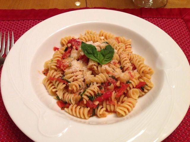 Cómo hacer pasta con tomate fresco y albahaca Salsa Receta