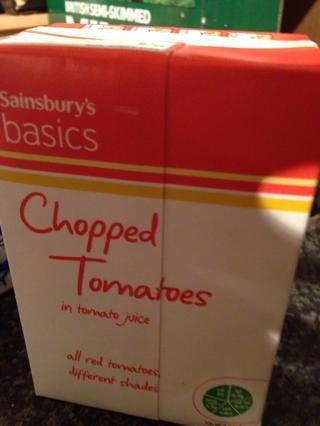 Usted necesitará tomates picados. Utilizamos los conceptos básicos, ya que's only going to be purée base.
