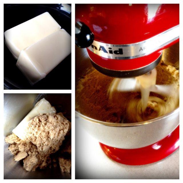 Mezclar la mantequilla ablandada y el azúcar moreno