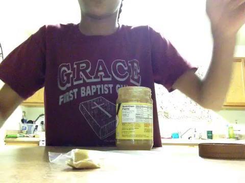 Comience sacando su mantequilla de maní en la bolsa.
